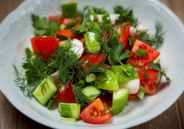 """Салат """"По-домашнему"""" из свежих овощей"""