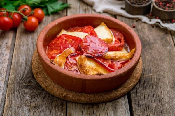 Помидоры с сыром, жареные на кеци