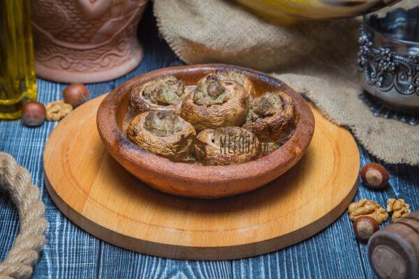 Шампиньоны, запеченные с телятиной на кеци