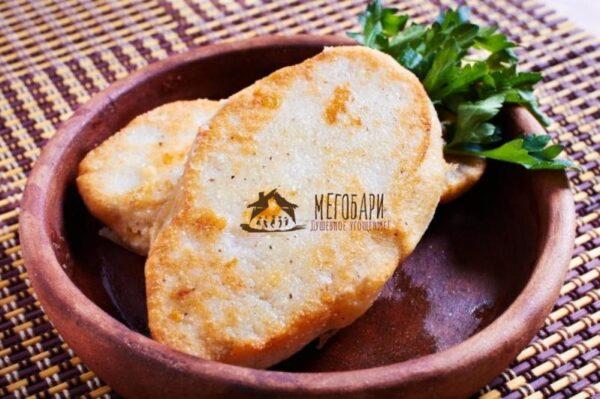 Чвиштари (кукурузная лепешка с сулугуни).