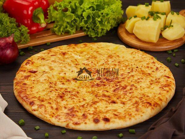 Картофджын (осетинский пирог с картофелем и сыром).